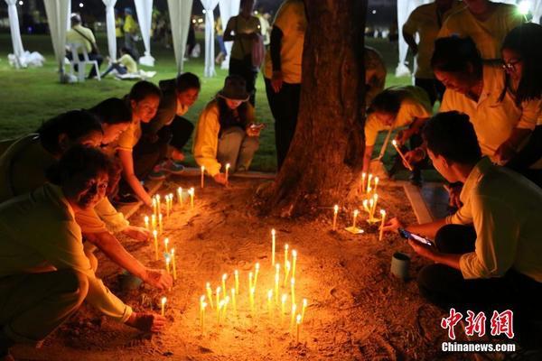 泰国民众纪念先王普密蓬逝世两周