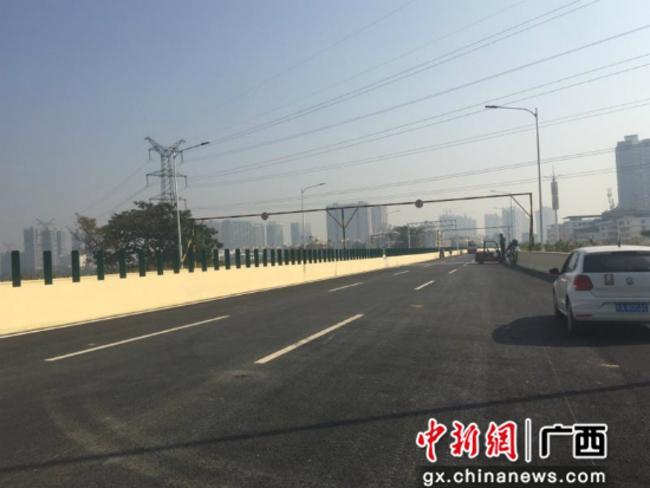 广西南宁城市东西向快速路30日主线通车