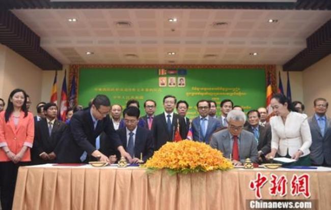 澳门美高梅网上娱乐与柬埔寨签署无偿援助经济技术合作协定
