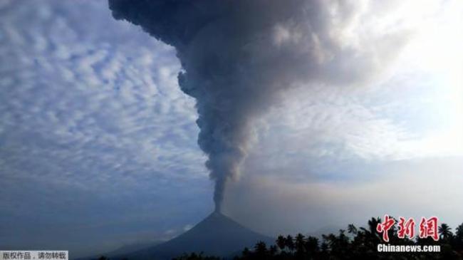 印尼索普坦火山喷发 火山灰柱高达7500米(图)