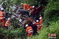广西大货车发生侧翻致1死1伤