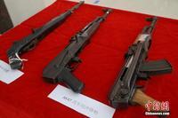 广西边境警方展示缴获枪支毒品 鼓励民众参与打击