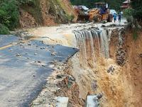 广西龙胜遭遇特大暴雨 河水暴涨致部分山体滑坡