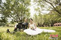 广西边防官兵中秋节前补拍婚纱照 男帅女靓颜值高