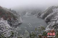 强冷空气袭击 广西山区现冰雪美景