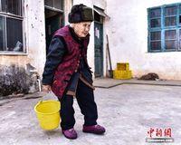 桂林114岁长寿老人王玉琼 提水洗衣生活自理