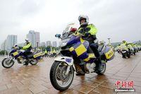 """广西""""铁骑""""交警队亮相街头帅气十足"""