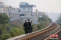 广西铁警巡查老铁路线保春运安全