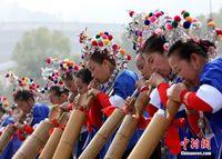 广西侗乡三江赛芦笙 近千人同台比拼