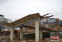 南宁一处人行天桥修3年未完工