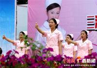 广西三江载歌载舞迎接护士节