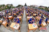 """广西200多名绣娘""""文化和自然遗产日""""赛侗绣技艺"""