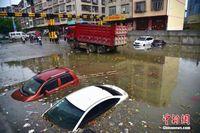 """广西居民将涵洞当停车场 遭暴雨""""泡""""车"""