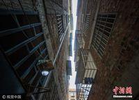 夹缝天空 实拍广西南宁城中村