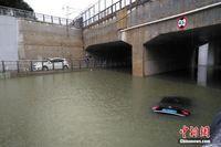 桂林暴雨袭城致多处内涝 车辆被泡部分学校停课