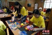 海外华裔青少年桂林学习绘画京剧脸谱