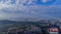 广西南宁气温回升 天空出现美妙棉花云
