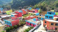 广西柳州贫困村变身七彩童话村
