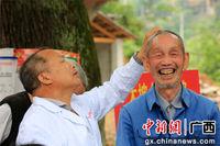 广西融安青年医护人员到山区为贫困群众义诊