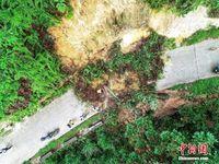 航拍暴雨致广西大苗山体滑坡 道路中断