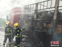 快递货车汕昆高速广西段起火 车上货物被烧毁