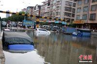 """广西未启用涵洞""""变身""""停车场 暴雨突袭多辆车被淹"""