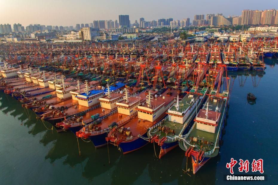 """台风""""山竹""""逼近 广西沿海数千艘渔船回港避台风"""