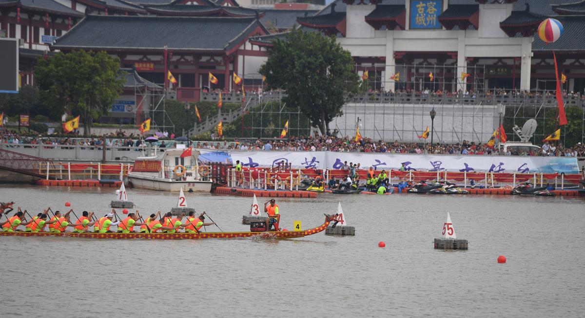 25支队伍竞逐中国侨乡广西容县国际龙舟邀请赛