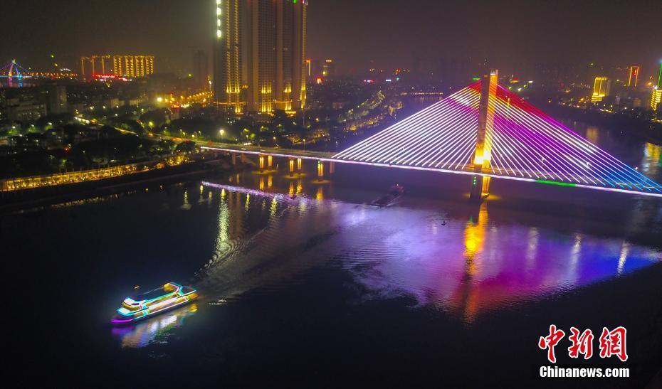 航拍88必发手机网页官网邕江夜景 千年河道灯火辉煌