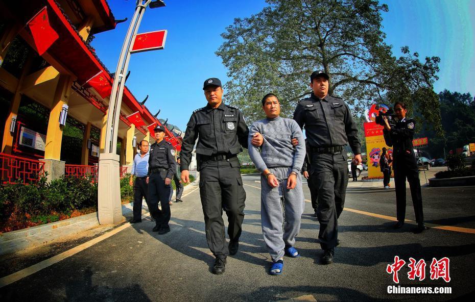 """88必娱乐手机网版警方向越南移交""""红通大毒枭"""""""
