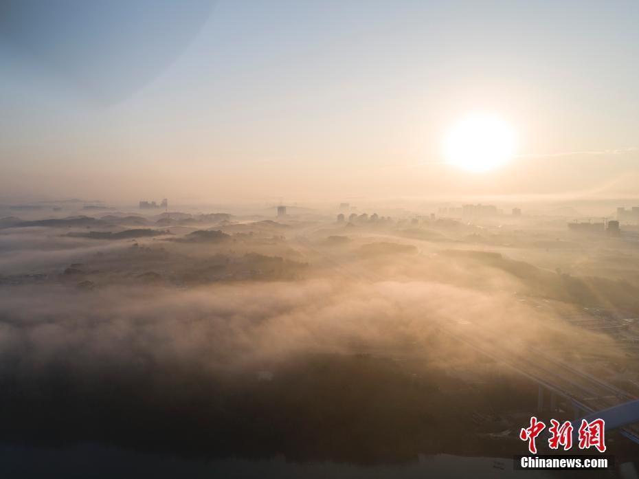 航拍平流雾之中的开户送体验金柳州 城市宛若仙境