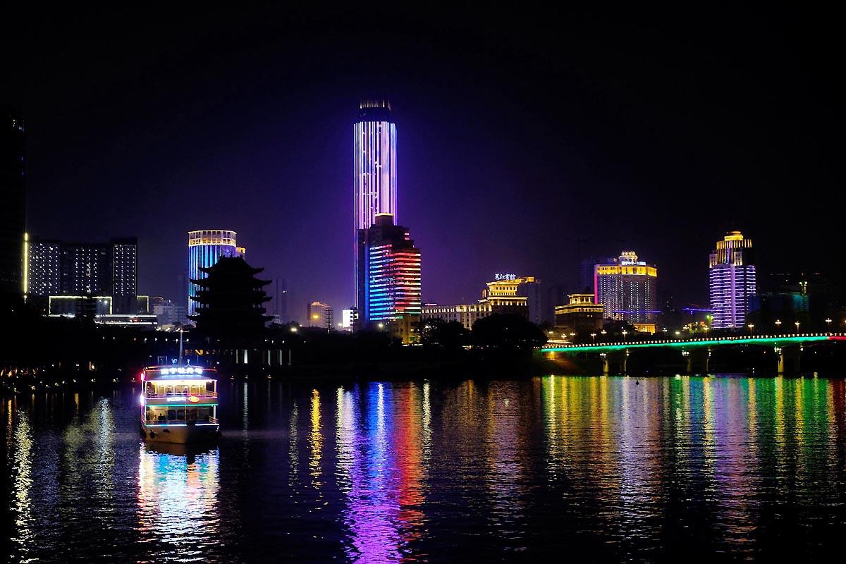 夜游壮乡千年河道 览邕城璀璨光影