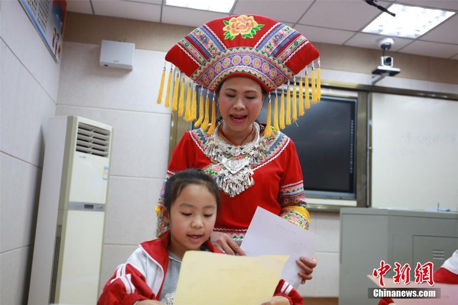 """88必发手机网页官网山歌歌王进校园""""开课"""" 传承山歌文化"""