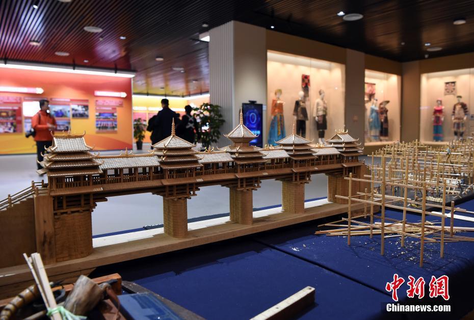 广西壮族自治区成立60周年成就展在南宁举行