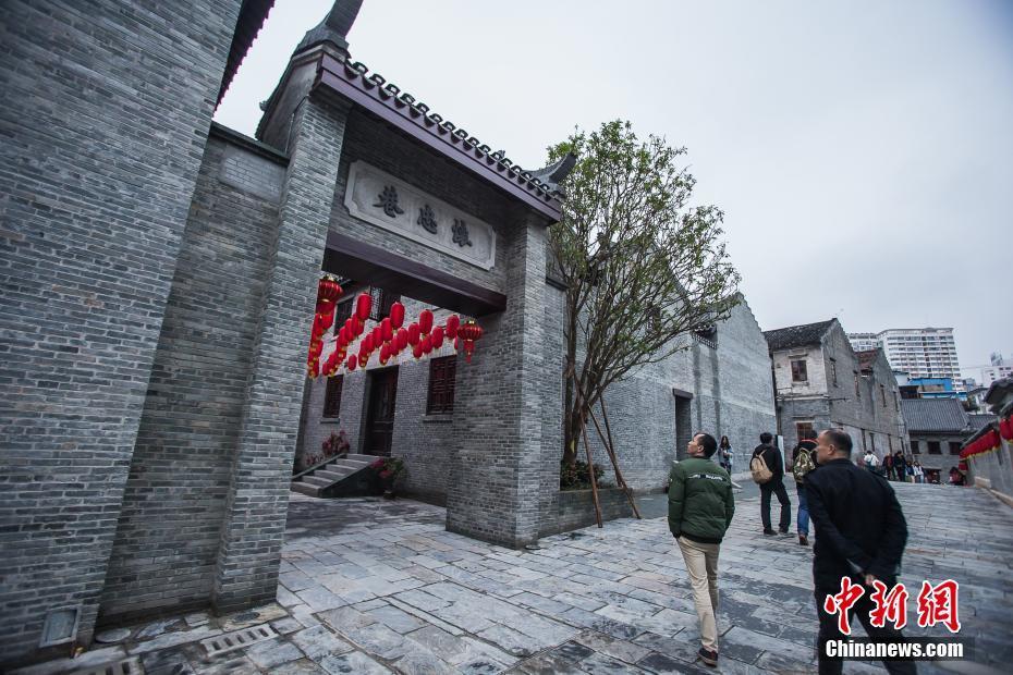 """广西南宁""""三街两巷""""历史文化街区改造完成开街迎客"""