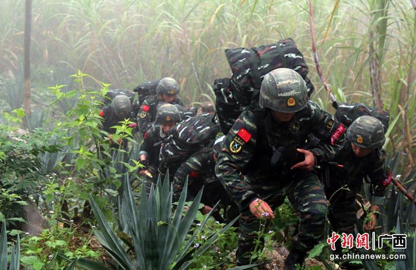 广西武警:山林砺兵谋打赢