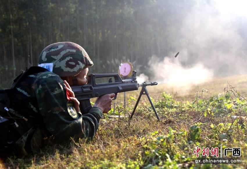直击武警崇左支队特战队员实弹射击