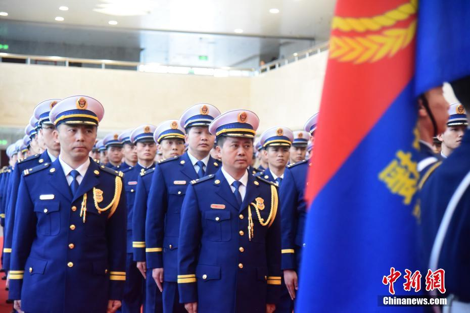 广西地级市消防救援支队开始迎旗换装