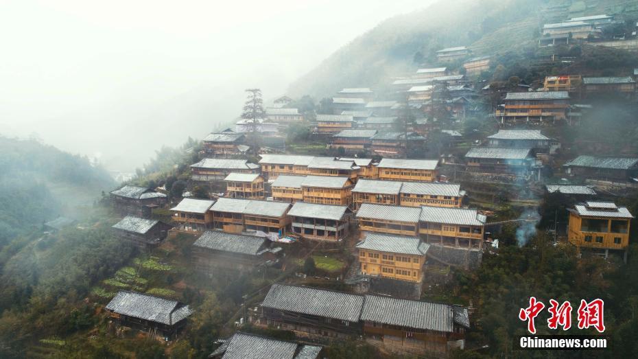 广西龙胜民族村寨雪景美如画