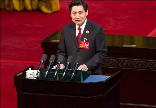 崔智友作广西自治区检察院工作报告