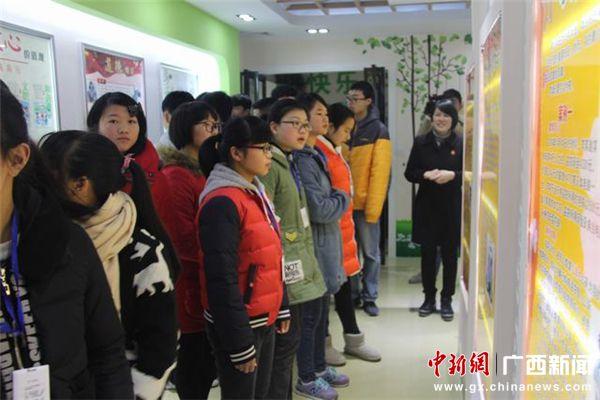 中学生到贺州八步青少年法制教育基地参观学习