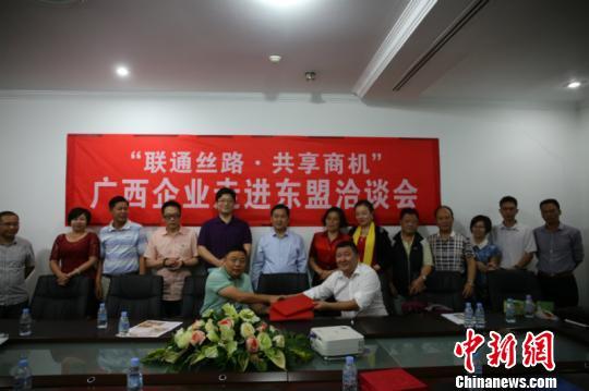 广西侨商会与柬埔寨广西同乡会签订友好合作协议(林浩